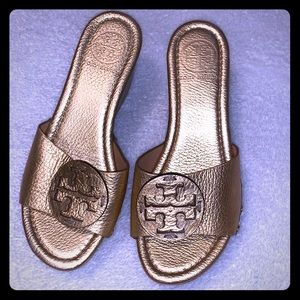 💗Tory Burch gold wedge sandals💗